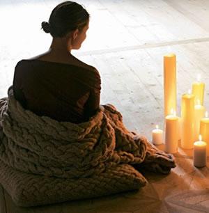 Плед и подушка с плетеным узором