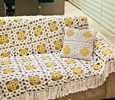 Красивое одеяло и подушка из мотивов